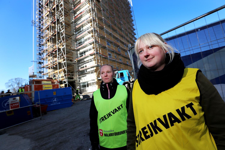 Linnéa Svensson och Eva Jansson vaktade på Drottninggatan 54 i Örebro.