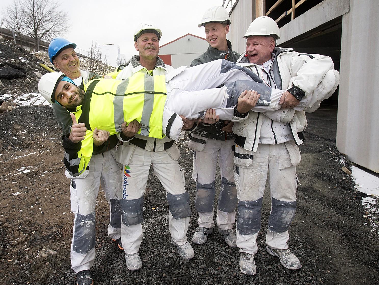 Ebrahim Assalias framtid vilar i trygga händer. Från vänster Claes Dahlström, Christer Smedberg, Christoffer Holmgren och Alar Blackedal. Foto: Fotograf Siv Öberg