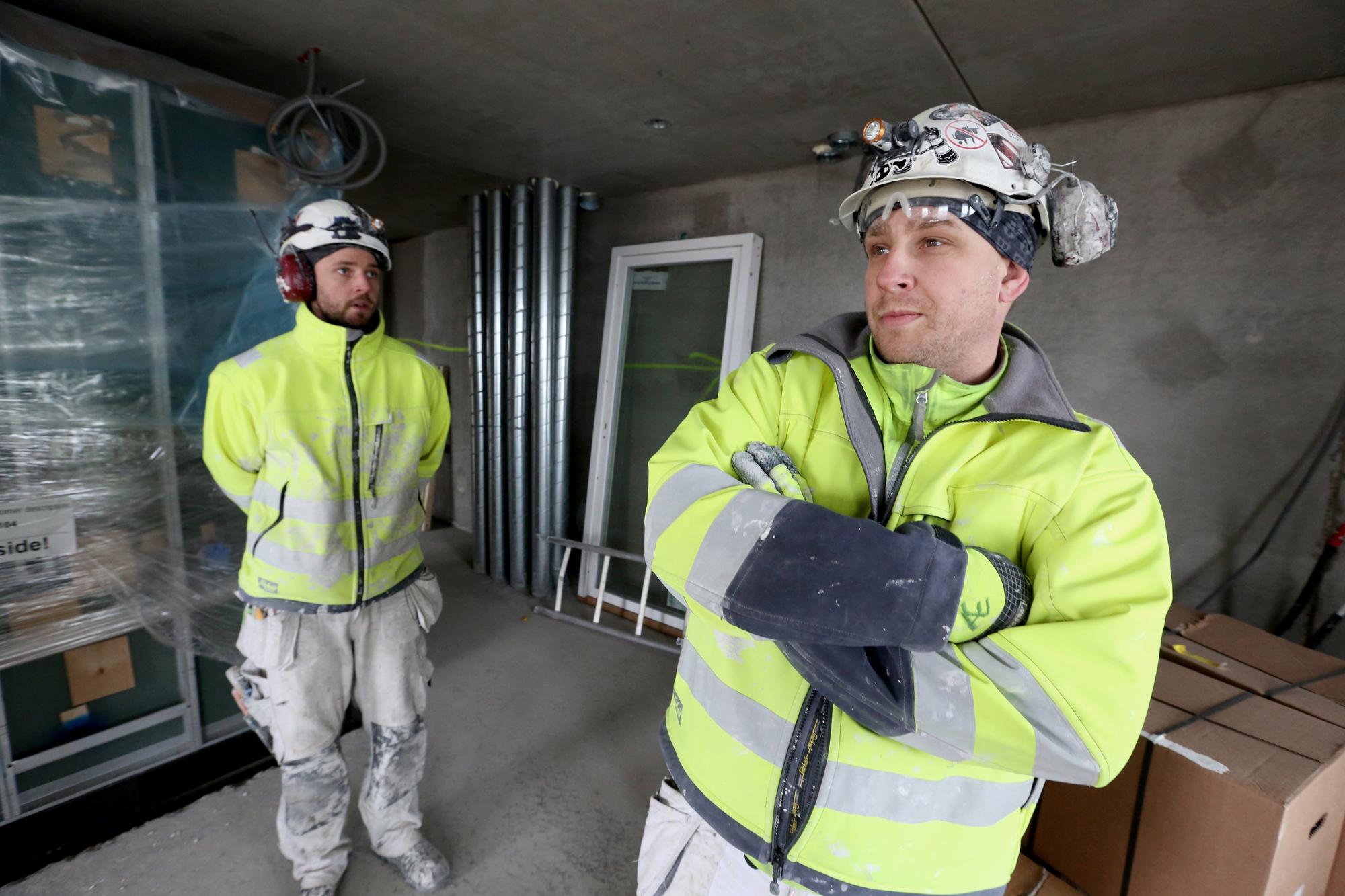 Anders Englund och Daniel Falk är inte rädda att ställa krav när det gäller ackord och resor. Men alla kan inte och därför behövs bättre villkor i avtalen. Foto Tomas Nyberg