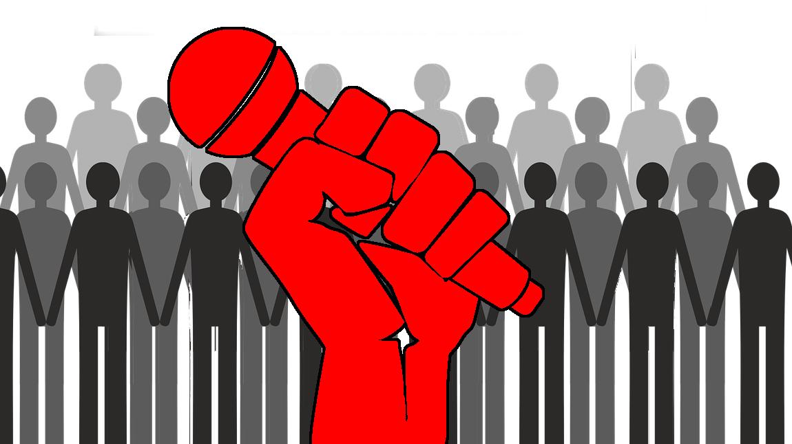 En röd, tecknad näve med en mikrofon, framför en stor samling tecknade figurer