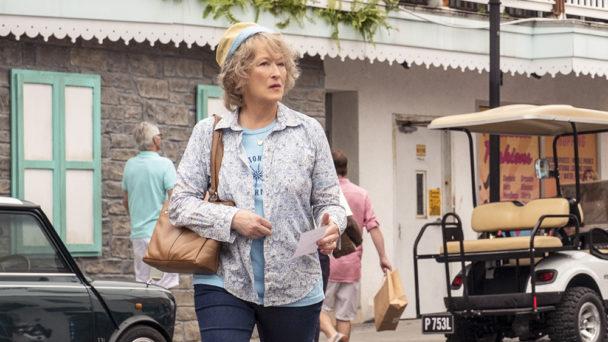 Meryl Streeps karaktär Ellen Martin på en gata i en stad