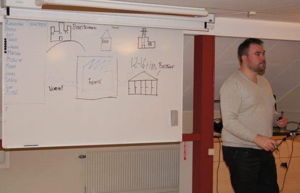 Robin Johansson vid en whiteboard