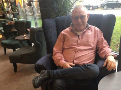 Jan Pettersson i en fåtölj