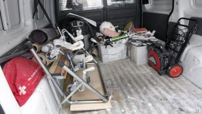 Lastutrymmet på en hantverkarbil, med verktyg och utrustning.