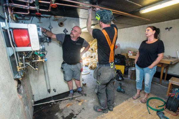 Karl-Gustav arbetar i källaren