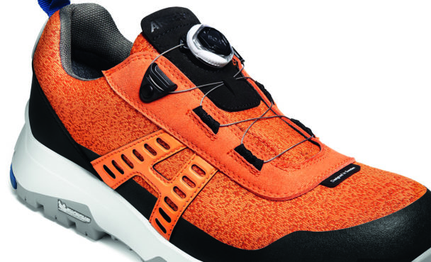En orange sko