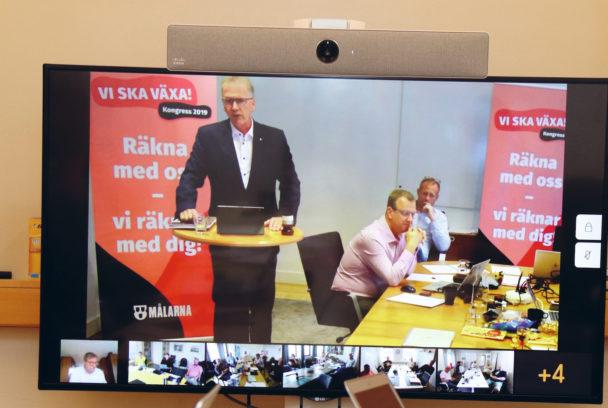 Mikael Johansson på en skärm