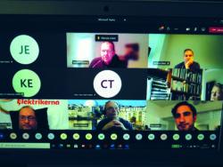 En skärm med bilder på deltagarna i ett videomöte
