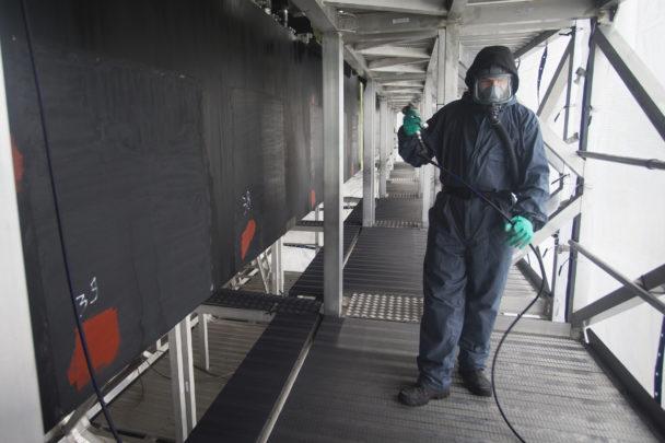 Michat Suchmiel i skyddsutrustning på arbetsplatsen