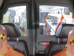 Två krocktest-dockor i en bil