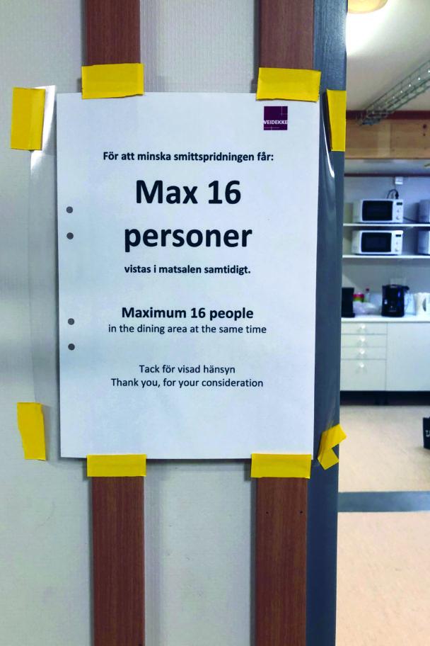 """En upptejpad lapp där det står: """"Max 16 personer"""""""