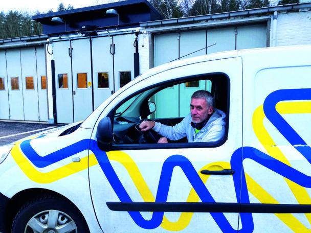 Roland Berg i Sandås firmabil