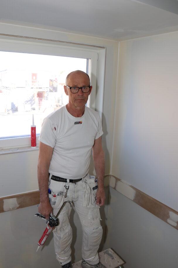 Stig Öberg jobbar i ett av rummen