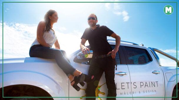 Natalie och Jimmy Kjellander i motljus vid företagets bil