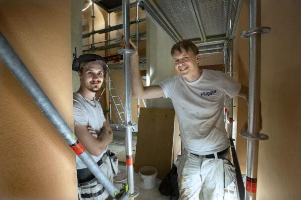 Johan Andreasson och Zebastian Öhman på arbetsplatsen