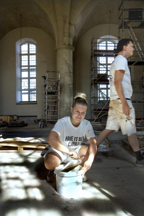 Amanda Björk och Zebastian Öhman i kyrkan