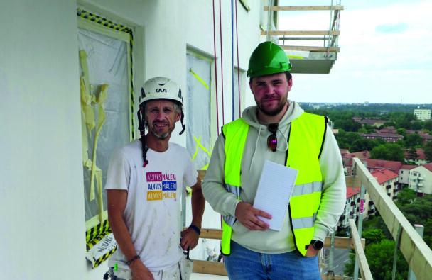 Två målare vid takkanten