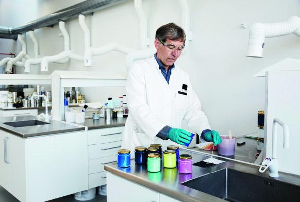Sören Poulsen arbetar i labbet